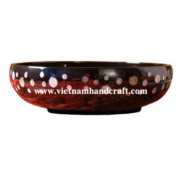 Lacquer bowl inlaid with mother of pearl outside
