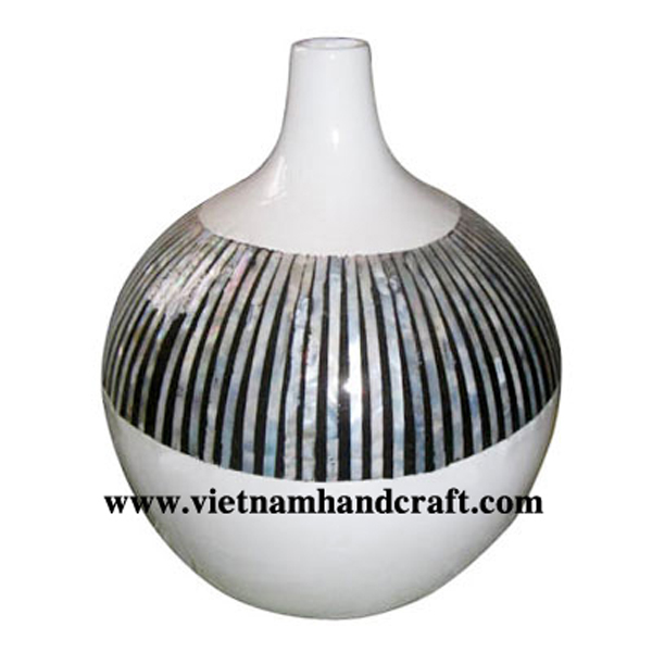 Solid white lacquered ceramic decor vase inlaid with seashell