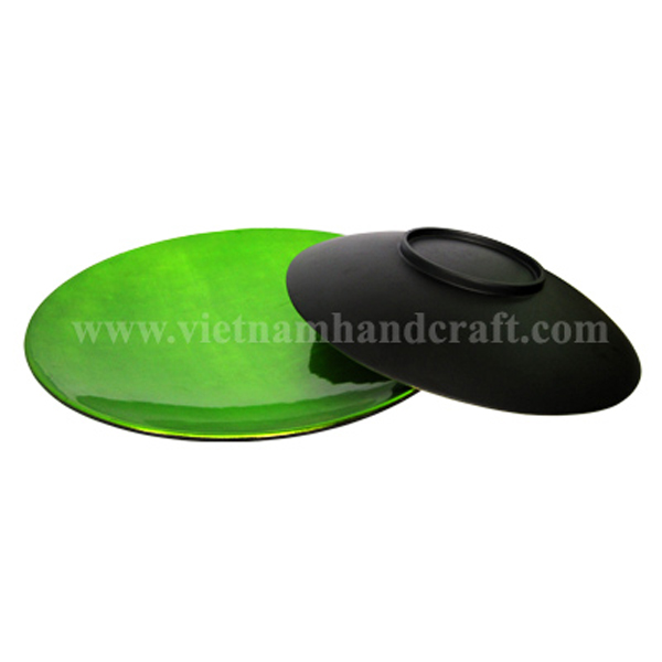 Set of 2 lacquered plates in green silver & black