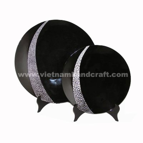 Black lacquer decoration plate with white eggshell inlay and on a black stand