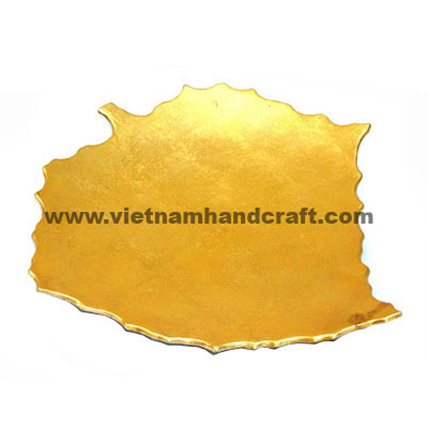 Leaf-shaped lacquered plate in gold leaf