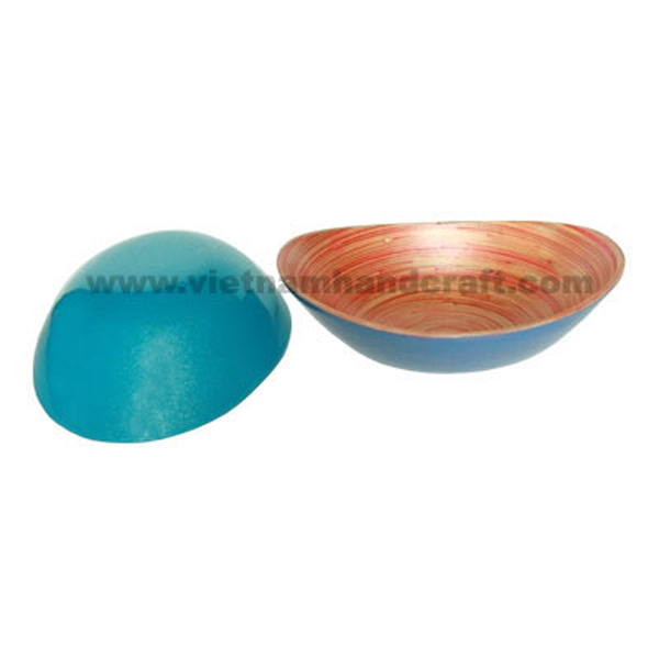 Oval lacquered bamboo bowl. Inside in natural bamboo with red effects, outside in blue