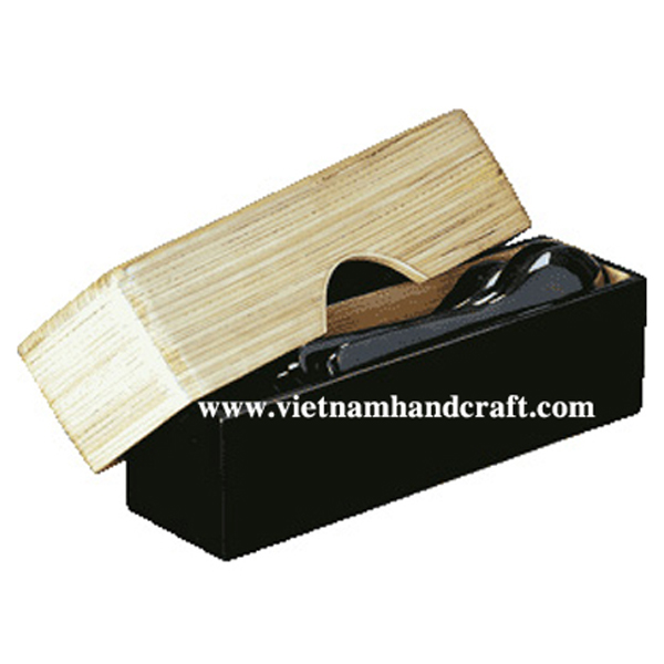 Lacquered bamboo chopstick/cutlery holder. Inside body in natural bamboo, outside body in black, lid in natural bamboo all over