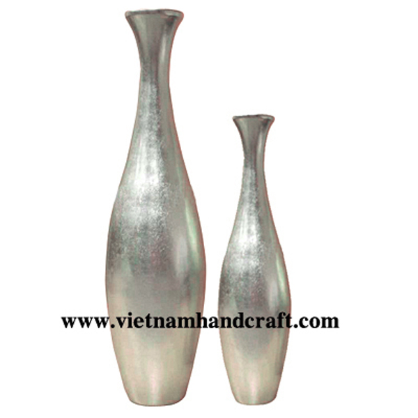 Lacquered vase in white silver leaf