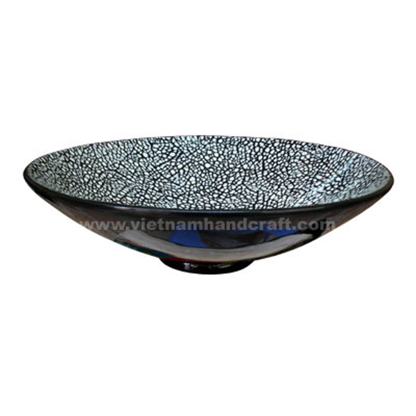 Black lacquered decorative bowl with white eggshell inlay inside