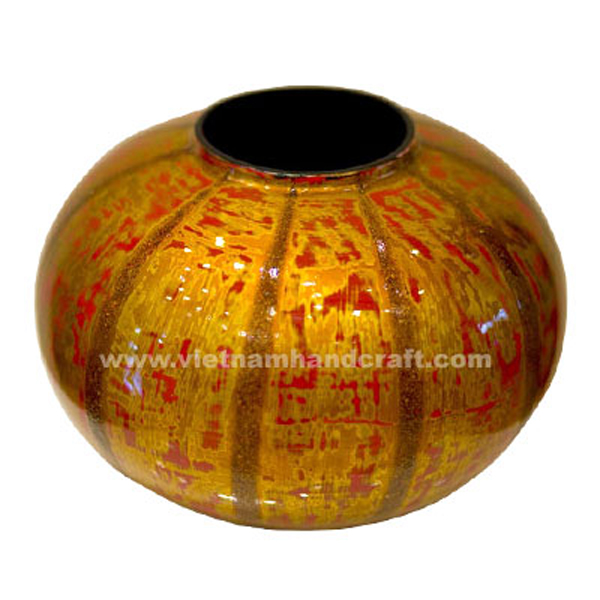Lacquered decor vase in antique red & gold finish