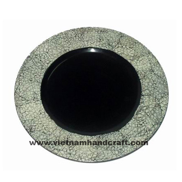 Black lacquered wooden food plate inlaid with white eggshell on rim