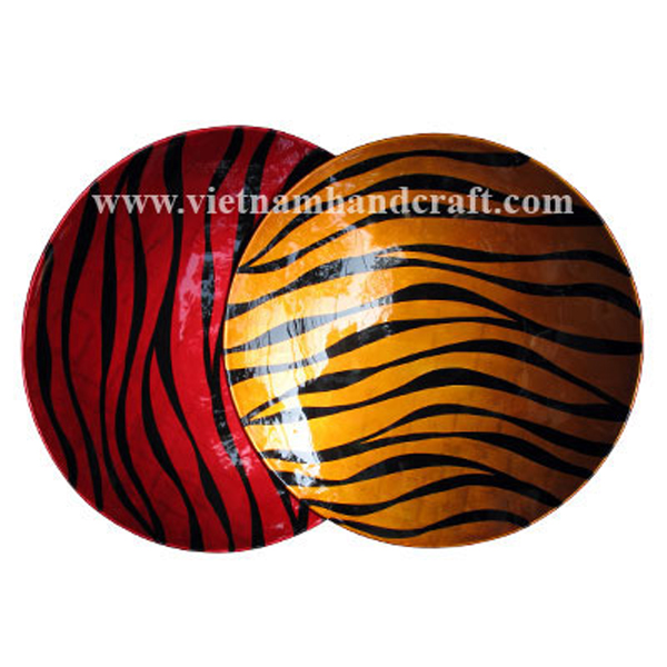 Set of 2 lacquered plates in red & gold silver with hand-painted black motifs
