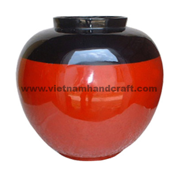 Black & solid red lacquerware vase