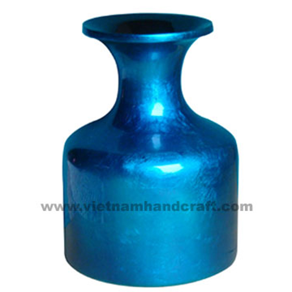 Lacquered vase in blue silver