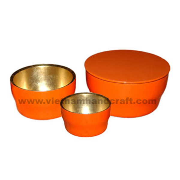 Lacquered bowl with lid. Inside in gold leaf, outside in solid orange