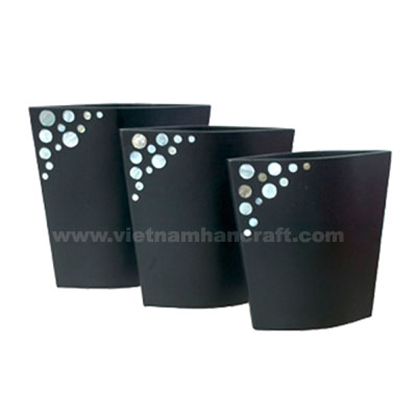 Black lacquer vase inlaid with mother of pearl