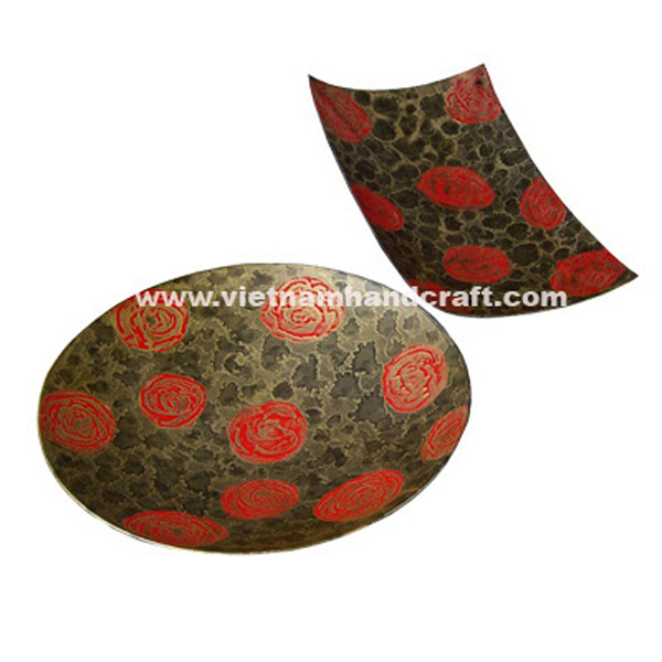 Lacquered wood decor plate with hand-painted motifs