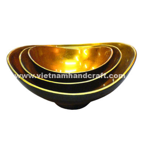 Oval lacquer bowl. Inside in gold silver leaf, outside in black