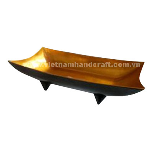 Lacquered serving dish. Inside in gold silver leaf, outside in black