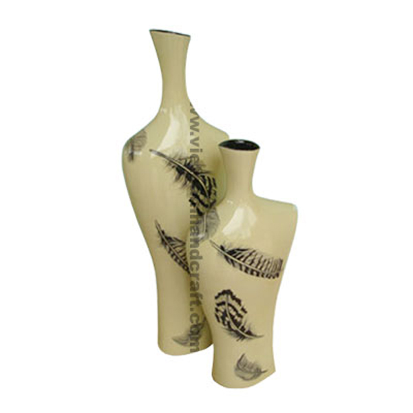 Cream lacquer vase with hand-painted black feather