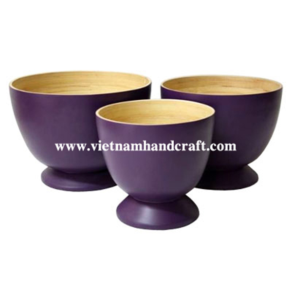 Lacquered bamboo food bowl. Inside in natural bamboo, outside in purple