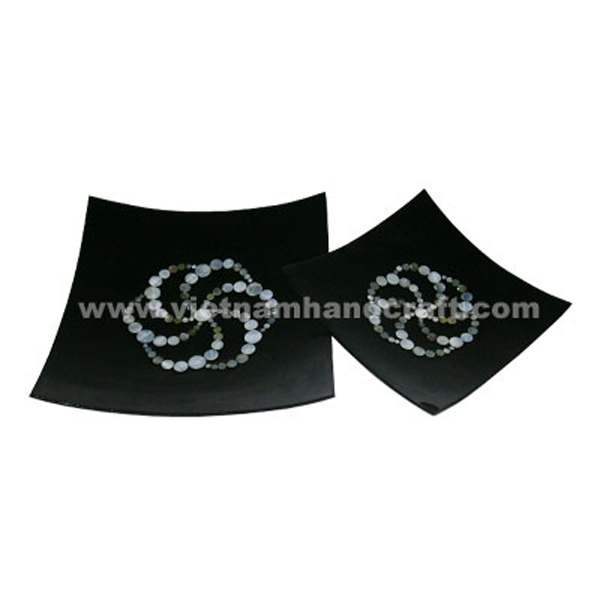 Set of 2 black lacquerware plates inlaid with seashell