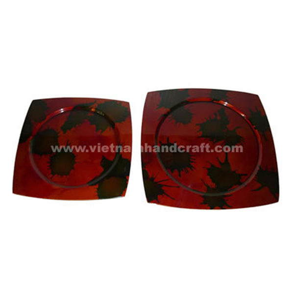Lacquered plate in silver metallic red and with hand-painted artwork