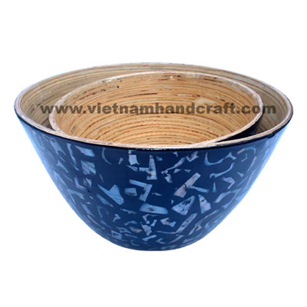 Lacquered bamboo bowl. Inside in natural bamboo, outside with sea shell inlay