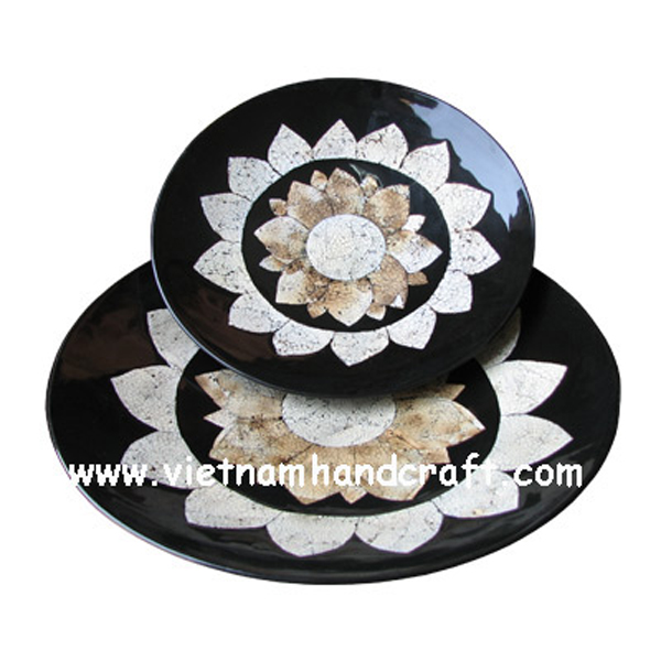 Set of 2 black lacquer wooden plate inlaid with eggshell sunflower