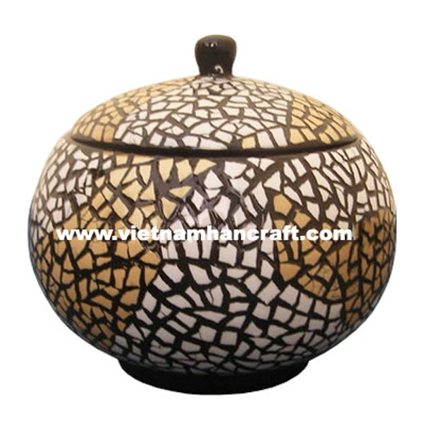 Black lacquered jar inlaid with eggshell