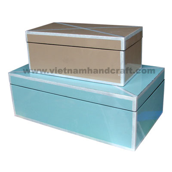 Set of 2 lacquered boxes with rims & 2 diagonal lines on top in white silver leaf