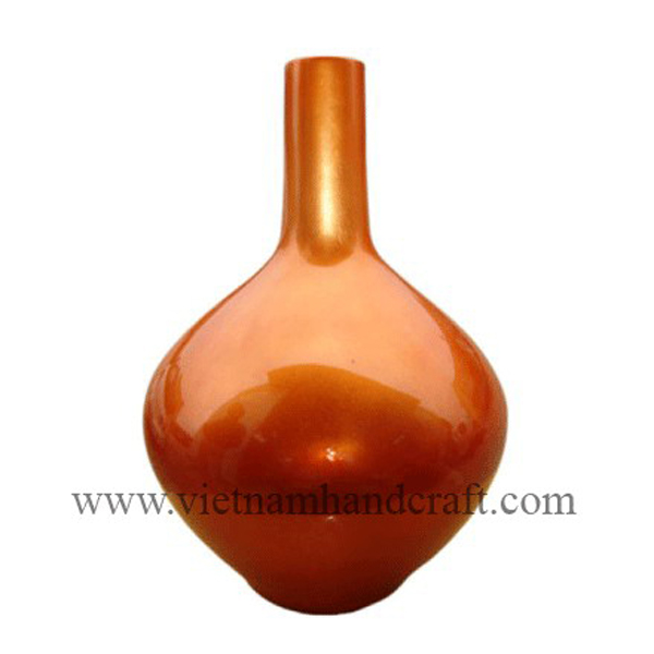 Lacquered decor vase in gold silver
