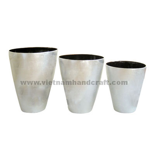 Set of 3 lacquered bamboo flower pots. Insides in black, outsides in white silver leaf