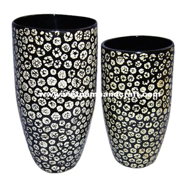 Black lacquer vase inlaid with eggshell