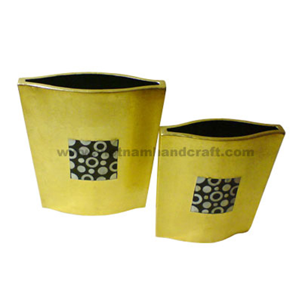 Set of 2 gold silver lacquer vases inlaid with mother of pearl on black background