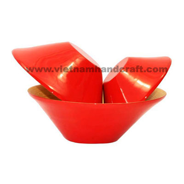 Lacquered bamboo food bowl. Inside in natural bamboo, outside in red