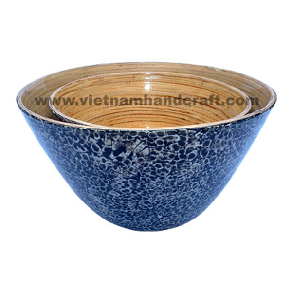 Lacquered bamboo serving bowl. Inside in natural bamboo, outside inlaid with eggshell on black background