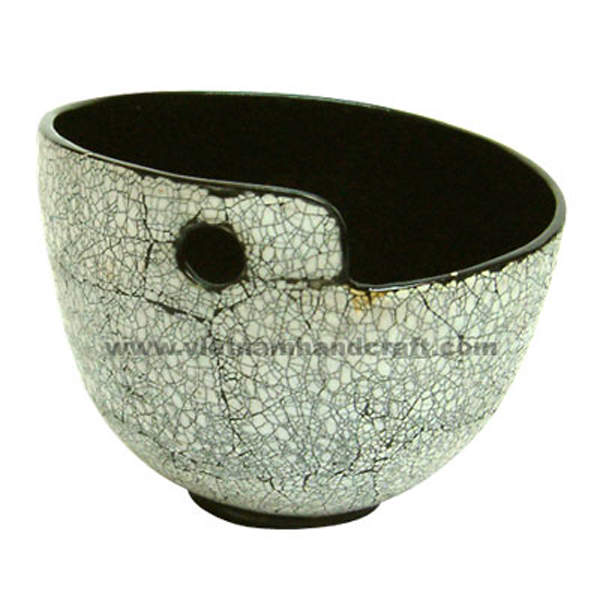 Lacquer serving bowl with white eggshell inlay outside