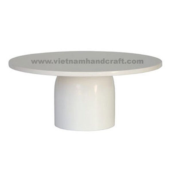 Lacquered cake plate in solid white