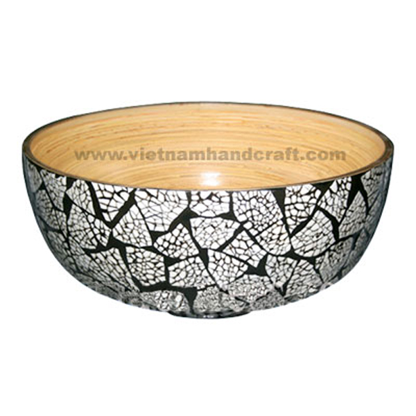 Bamboo lacquerware bowl. Inside in natural bamboo, outside inlaid with white eggshell