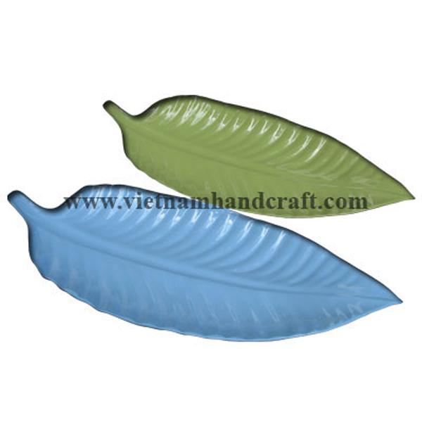 Set of 2 leaf-shaped lacquered serving plates