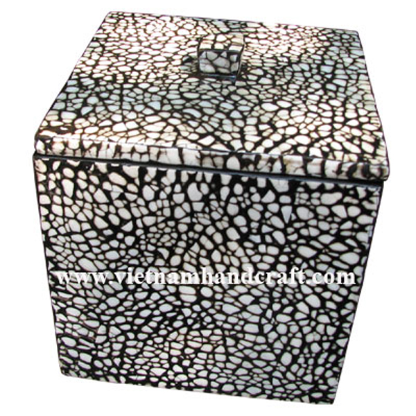 Black lacquered wooden box with white eggshell inlay