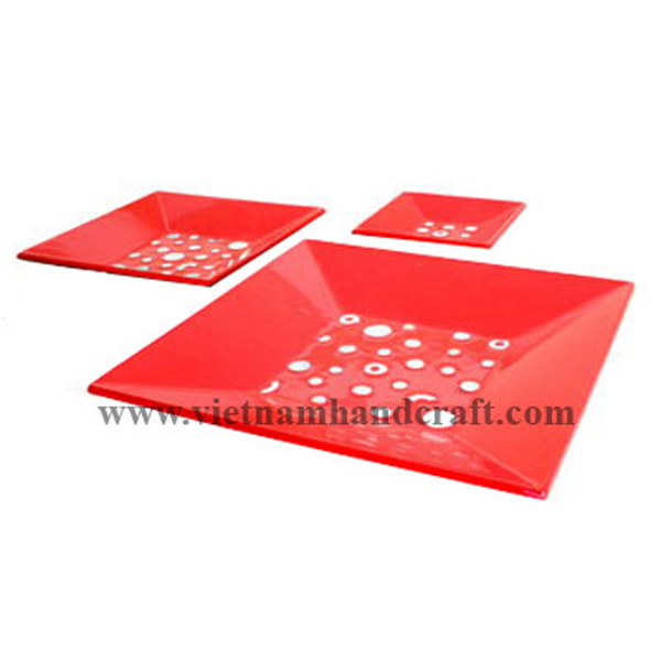 Set of three red lacquer plates with mother of pearl inlay