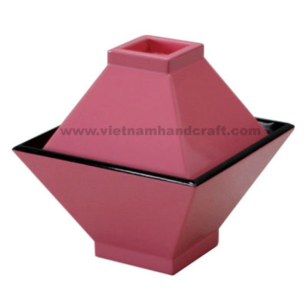 Lacquer storage bowl with lid. Inside in black, outside in solid pink