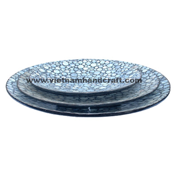 Black lacquered decoration plates inlaid with sea shell