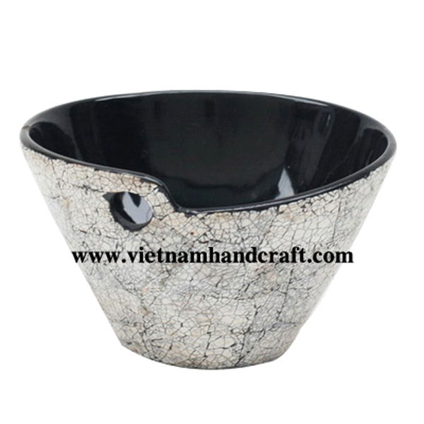 Black lacquered wooden bowl with white eggshell inlay outside