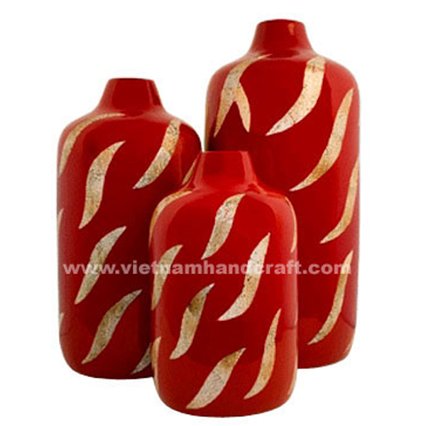 Red lacquered vase inlaid with eggshell
