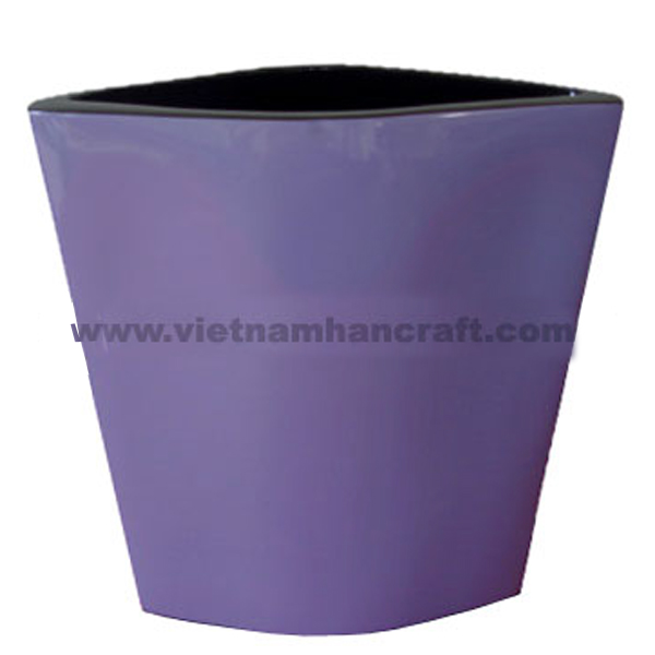 Lacquered vase in solid purple