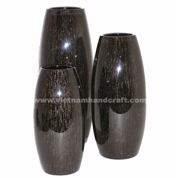 Black lacquer flower vase with white effects
