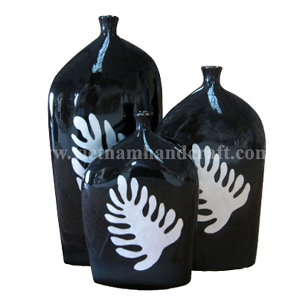 Black lacquer decoration vase with hand-painted white silver leaf motif