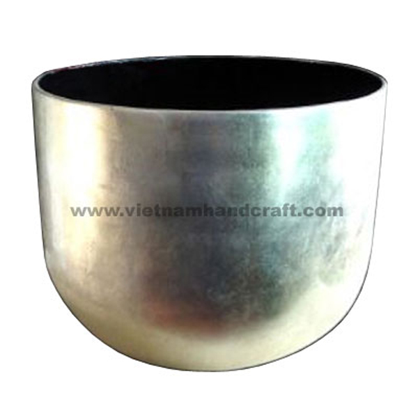 Lacquered bowl. Inside in black, outside in white silver leaf