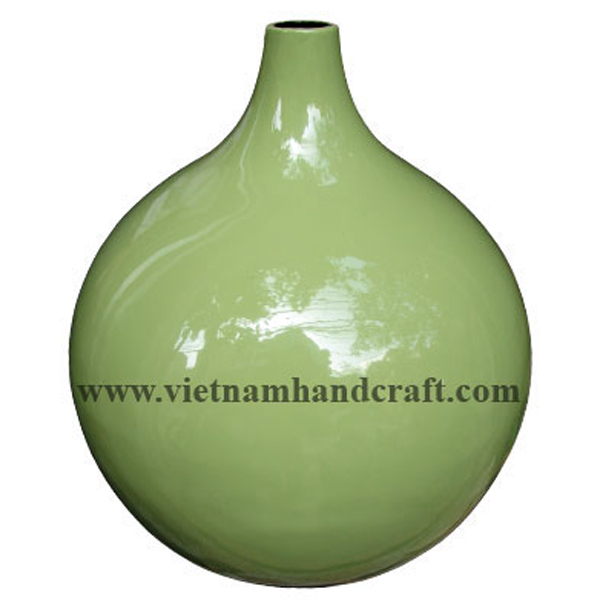 Bulb-shaped lacquer ceramic decor vase in solid green