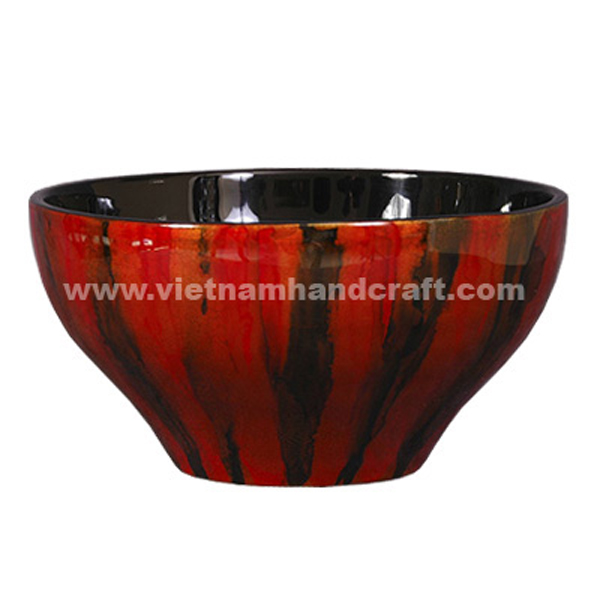 Lacquer decorative bowl. Inside in black, outside with hand-painted motifs