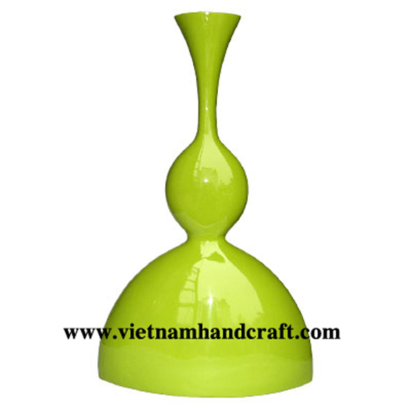Lacquer decor vase in solid green